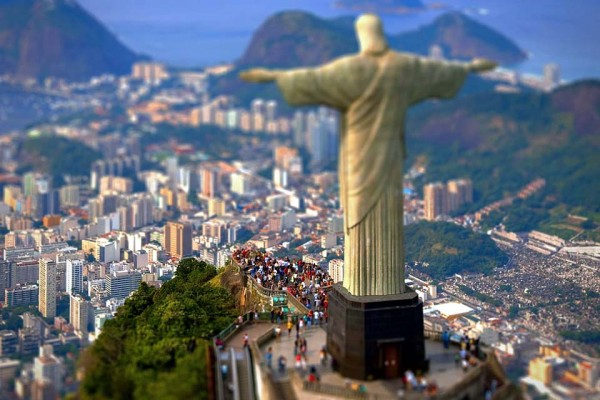 This Toy City Is Actually a Mind-Blowing Video of Rio That You Have to See.