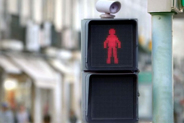 At First, This Looks Like a Traffic Light at a Crosswalk. But When the Red Man Moves... Pure Genius!